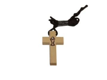 Cruz madera clara c/cáliz c/cordón - 4cm