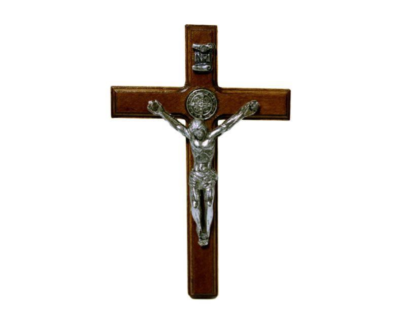Crucifijo de pared c/Cristo plateado - San Benito. 10 cm