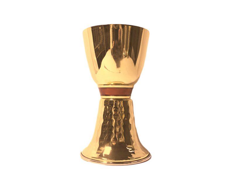 Cáliz dorado base martelada y nudo c/esmalte. Italiano. 16cm