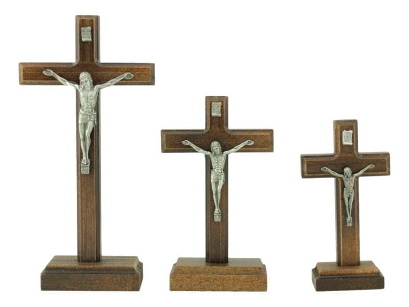 Crucifijo_con_base_de_madera_-_varios