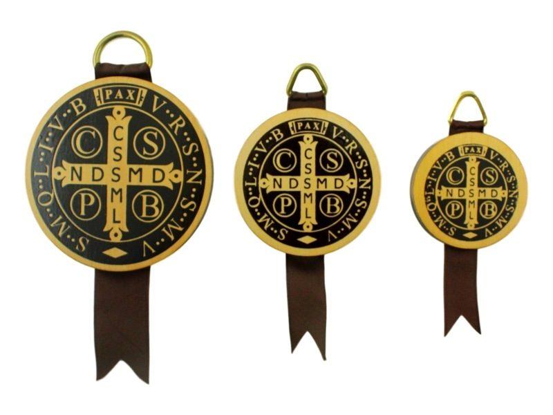 Medallon_de_madera_San_Benito_Abad_-_todos