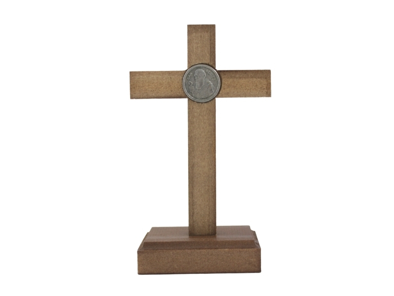 Crucifijo con base Madera Cristo y medalla San Benito 17x10cm - atras
