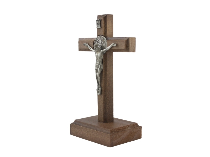 Crucifijo con base Madera Cristo y medalla San Benito 17x10cm - derecha